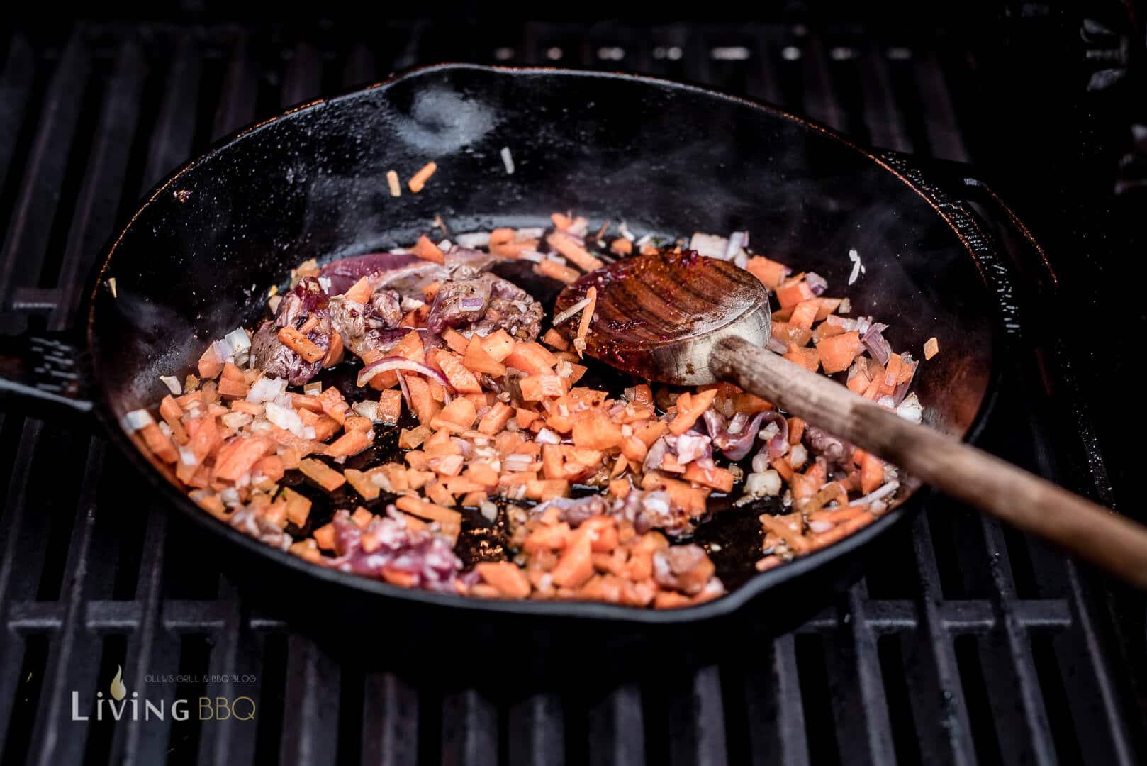 Zubereitung der Sauce _Rehfilet Wellington 8 von 20