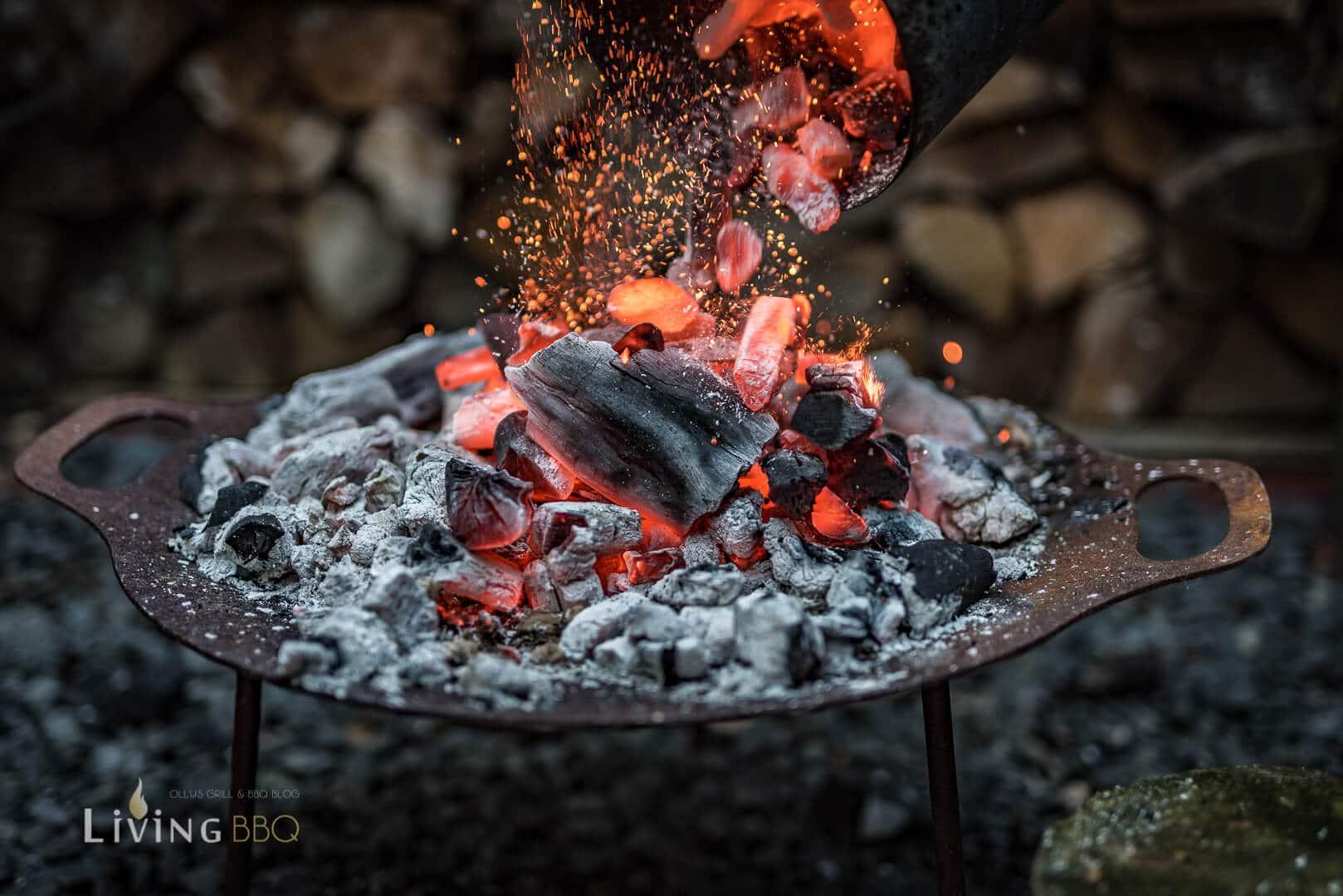 Holzkohle entzünden für Caveman Style Steak