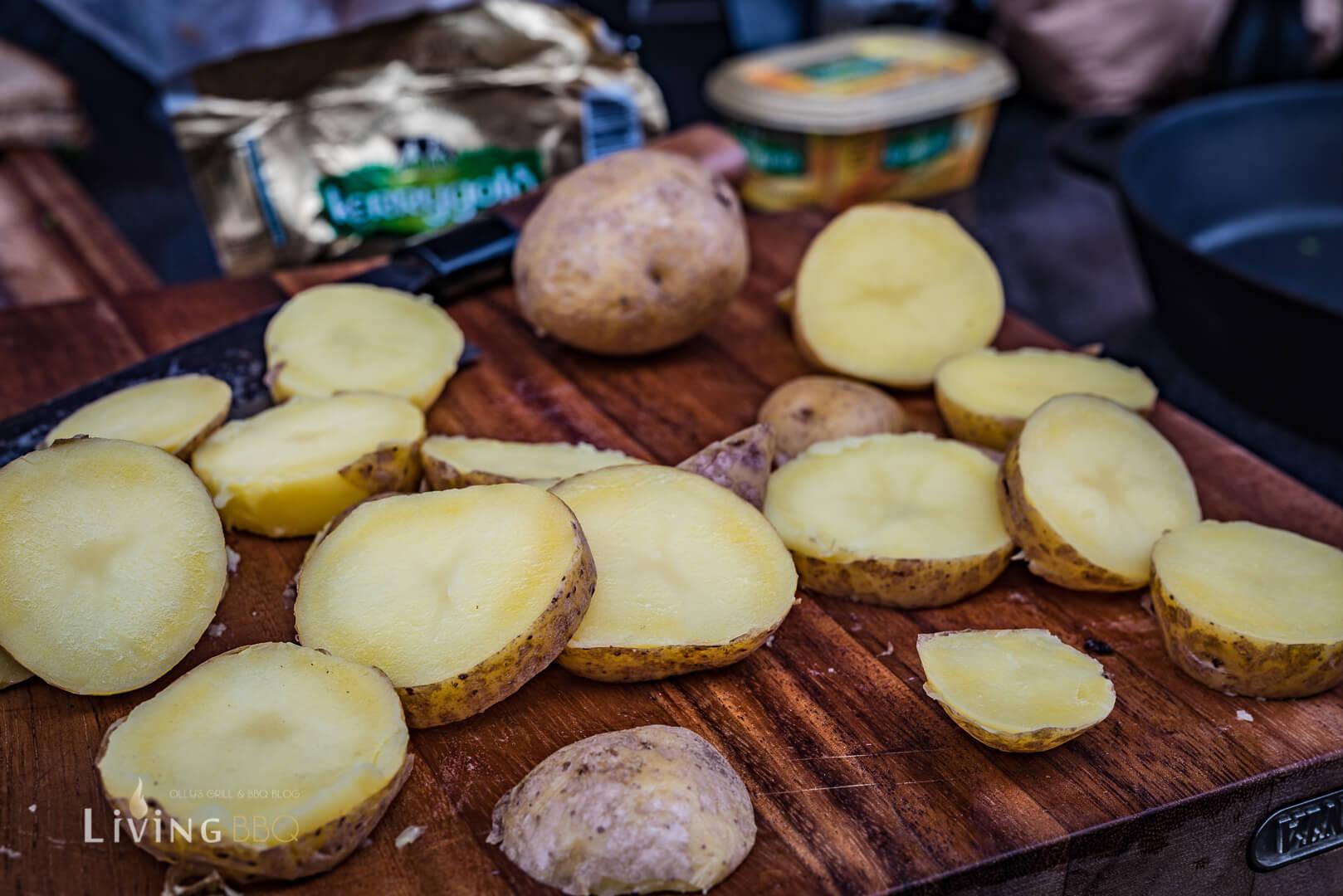 Kartoffeln in Scheiben schneiden