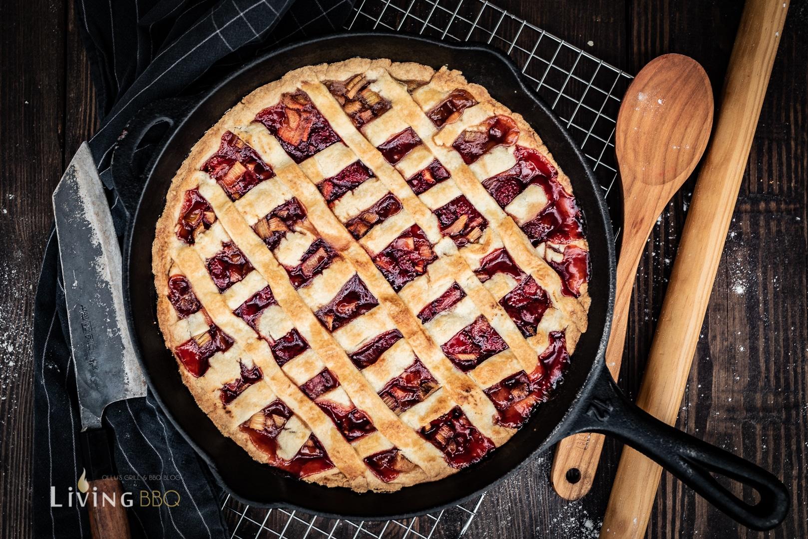 Erdbeer Rabarber Pie aus der Gusspfanne