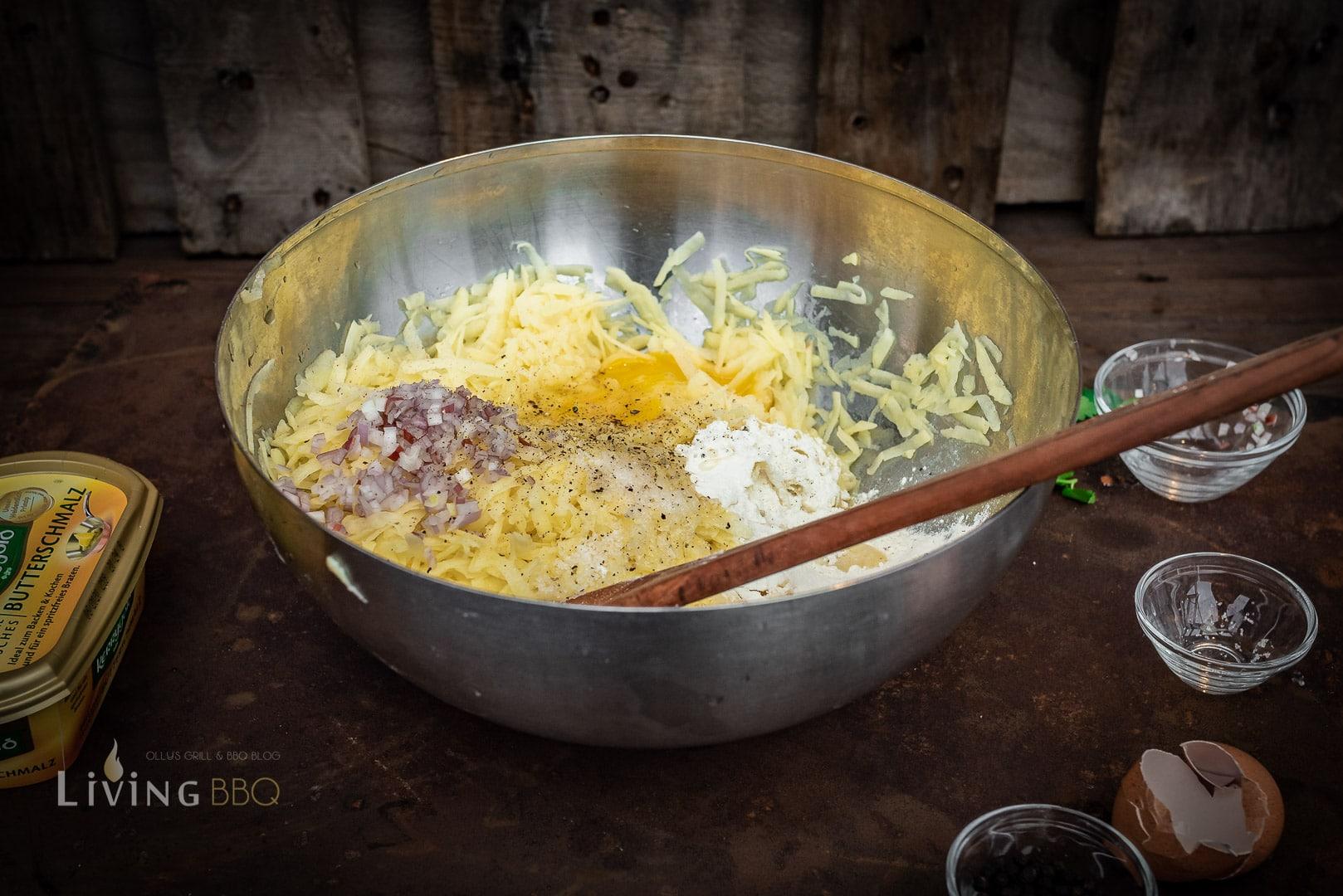 Kartoffelmasse würzen und verfeinern
