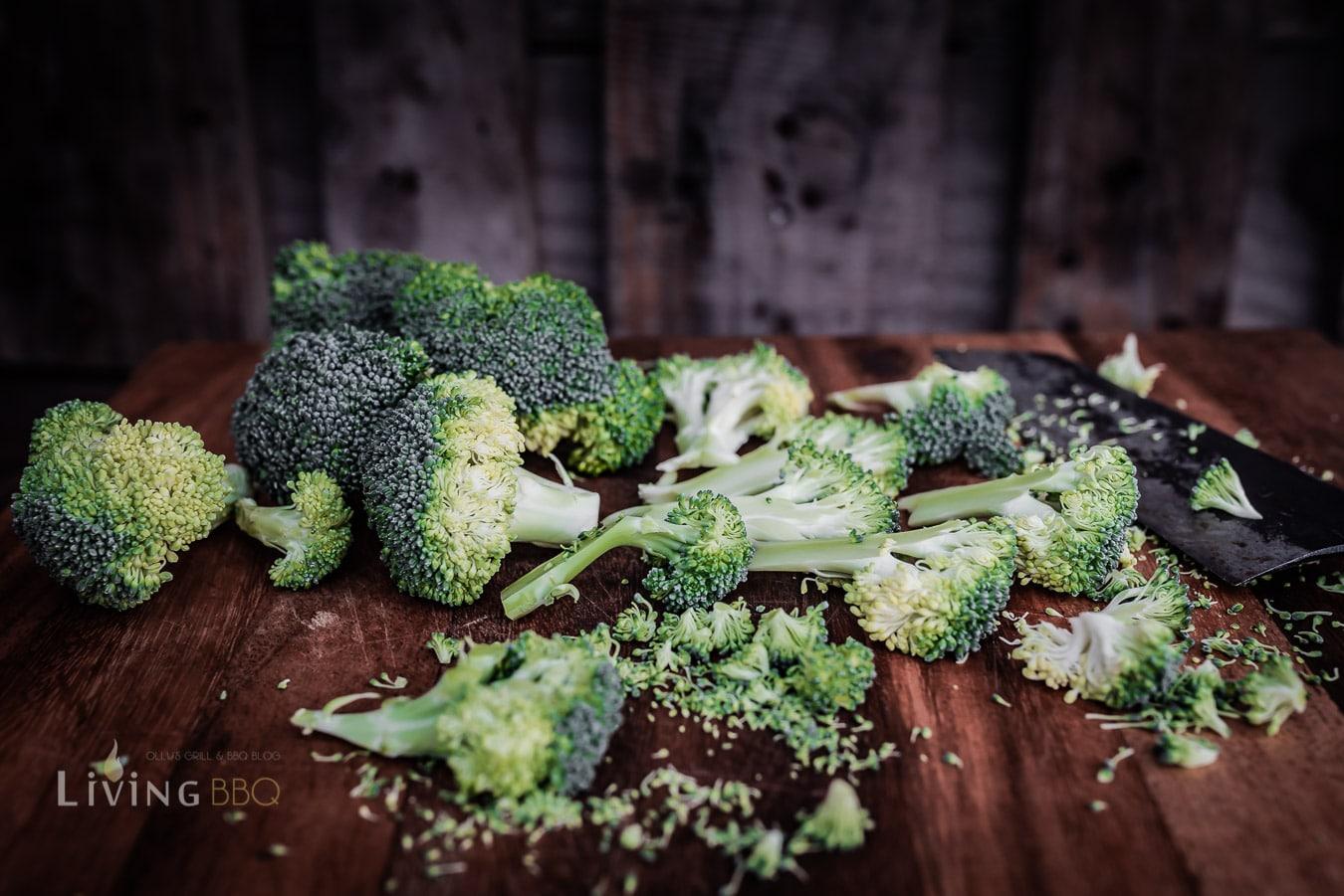 Broccoli in Scheiben schneiden