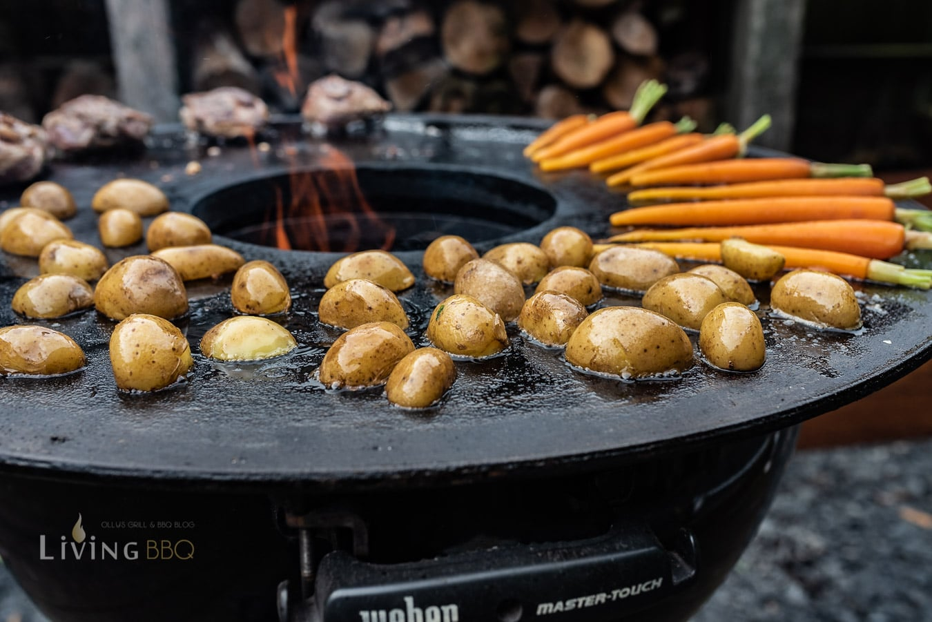 Kartoffeln und Möhren auf der Feuerplatte