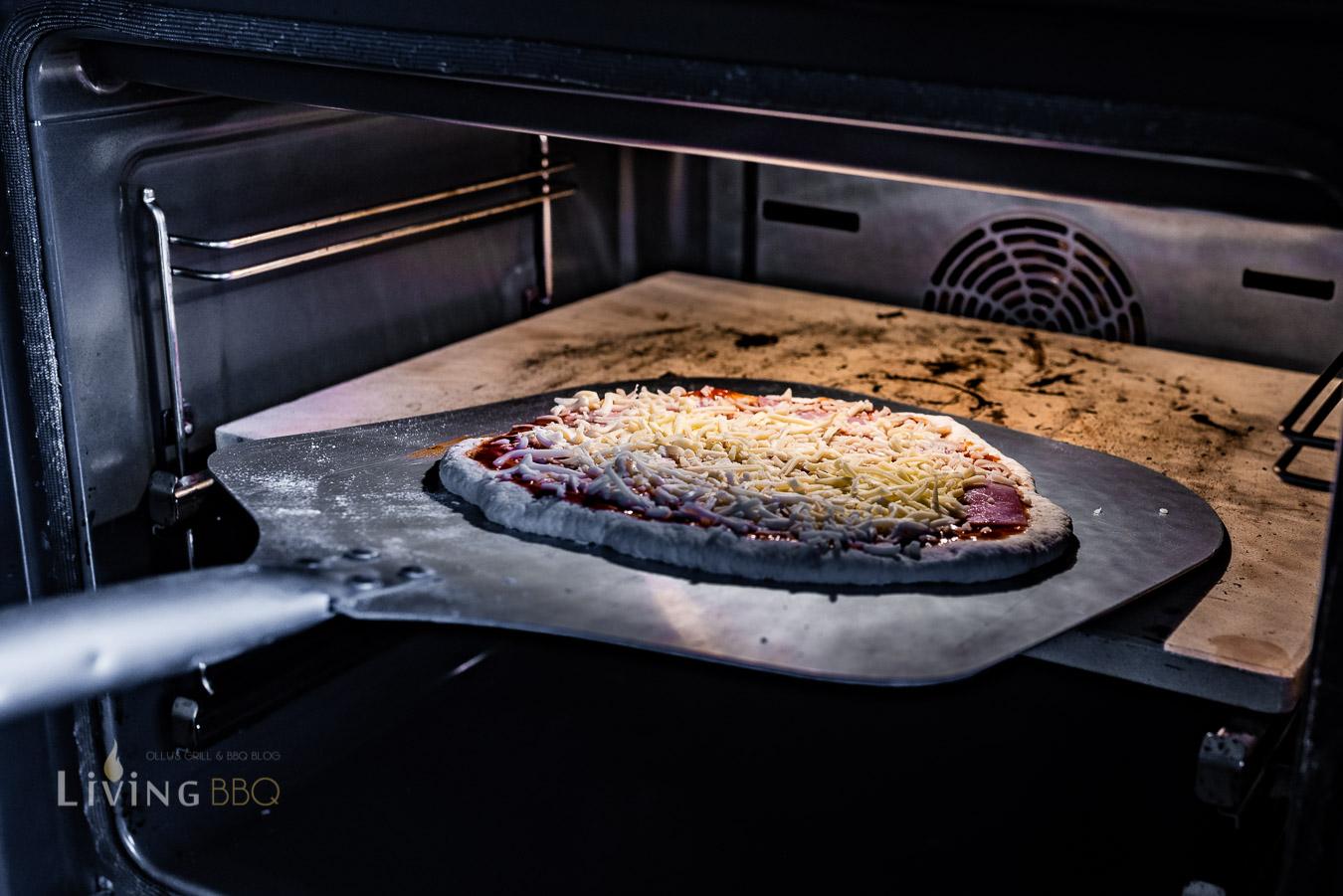 Backofenpizza einschieben