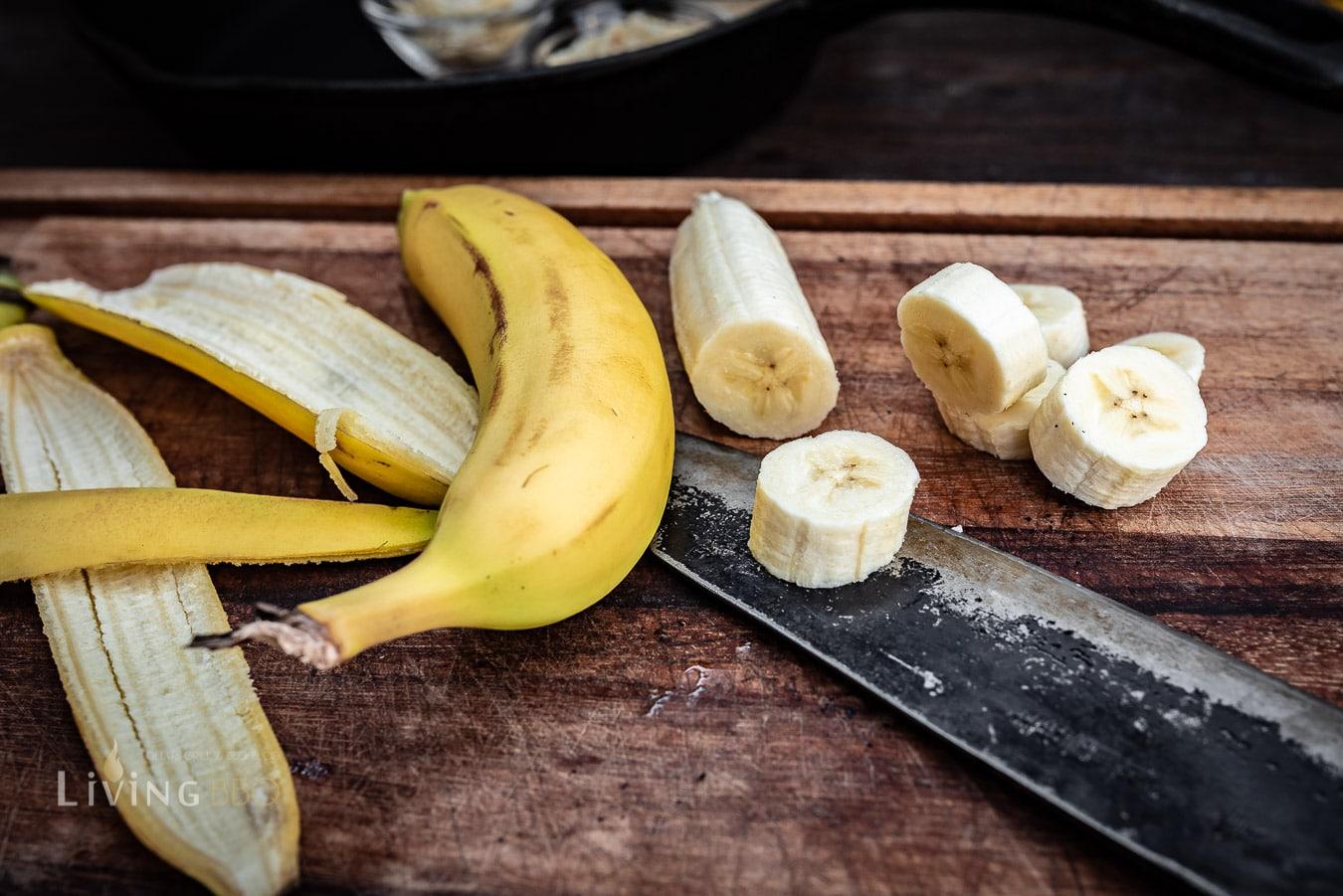 Banane ich fingerdicke Stücke schneiden