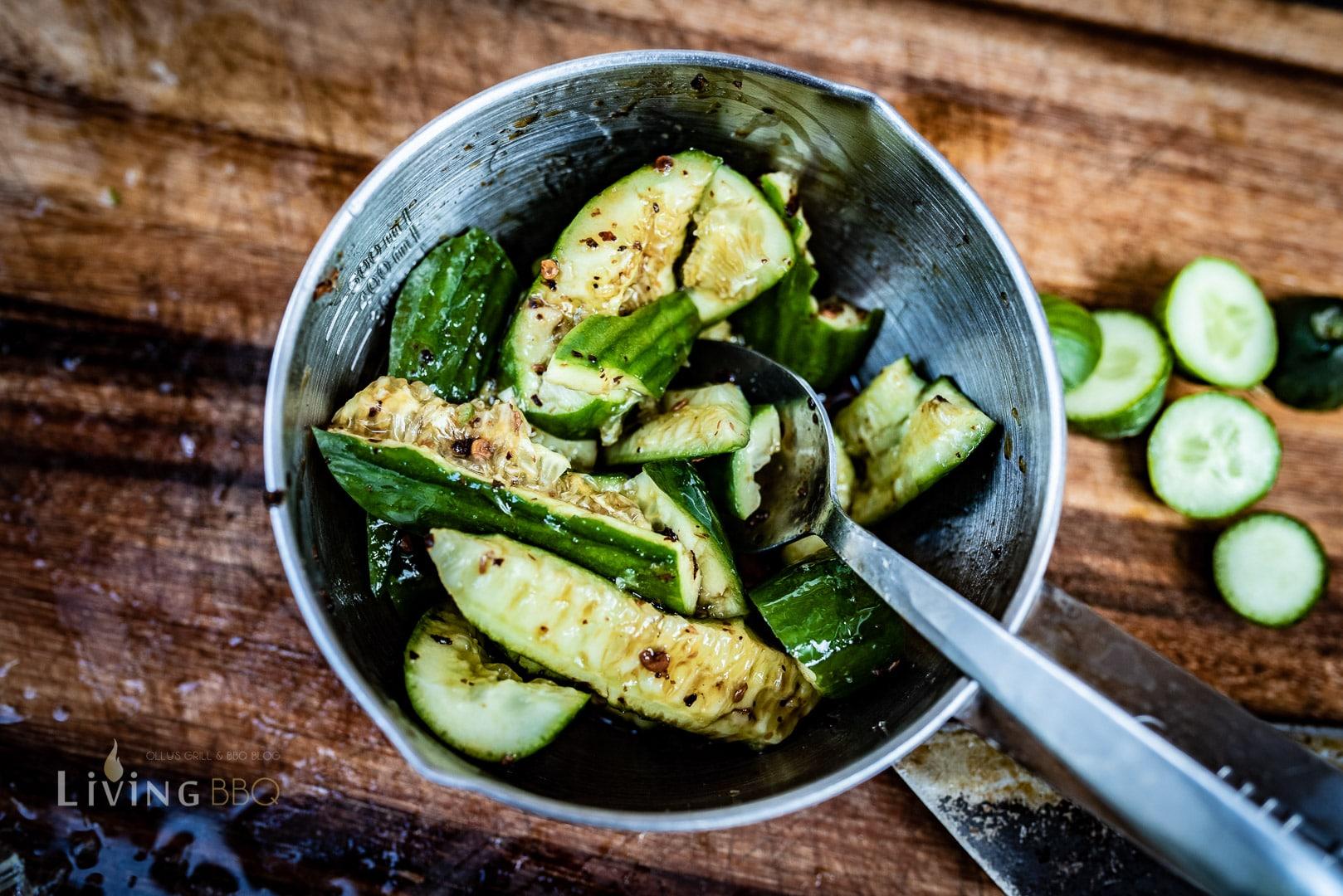 Mini Salatgurken würzen