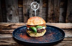 Italienischer Pesto Burger Tricolor
