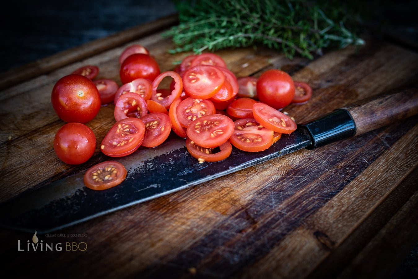 Tomaten fein aufschneiden