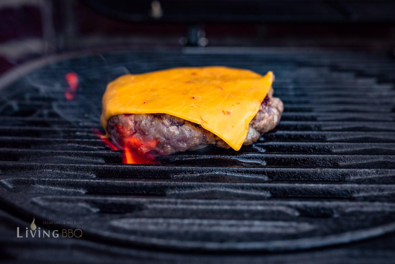Kerrygold Cheddar schmilzt auf dem Burger