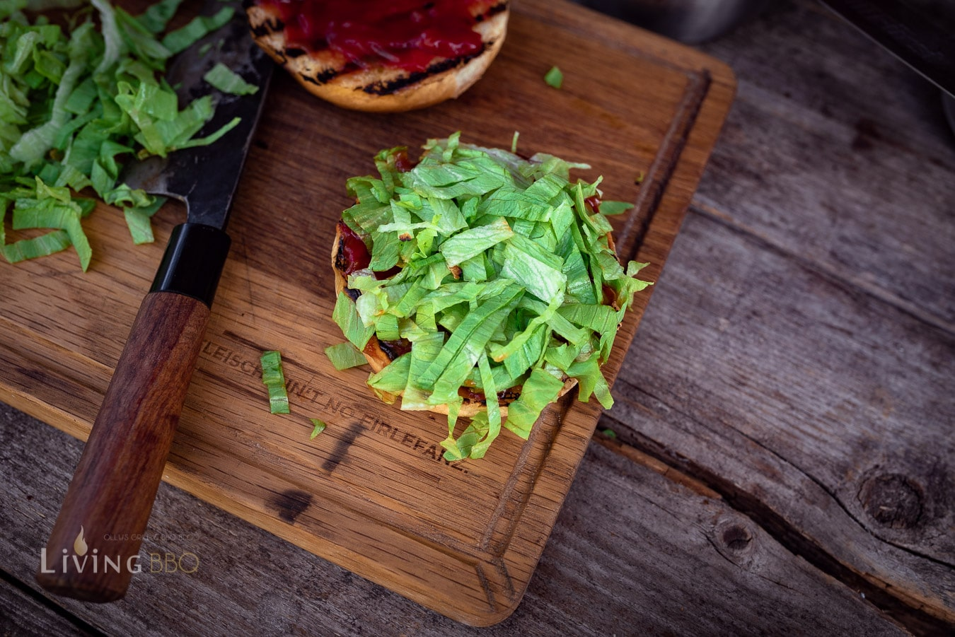 Salat aufschneiden