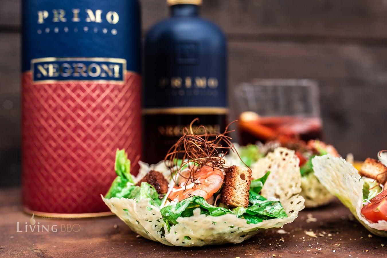 Caesars Salad im Parmesankörbchen