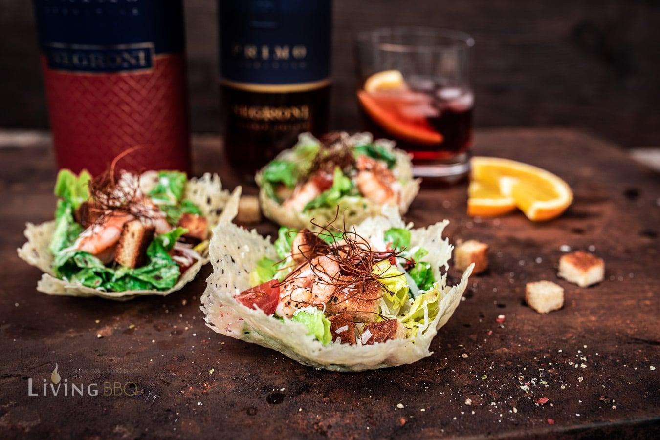 Ceasars Salad im Parmesankörbchen
