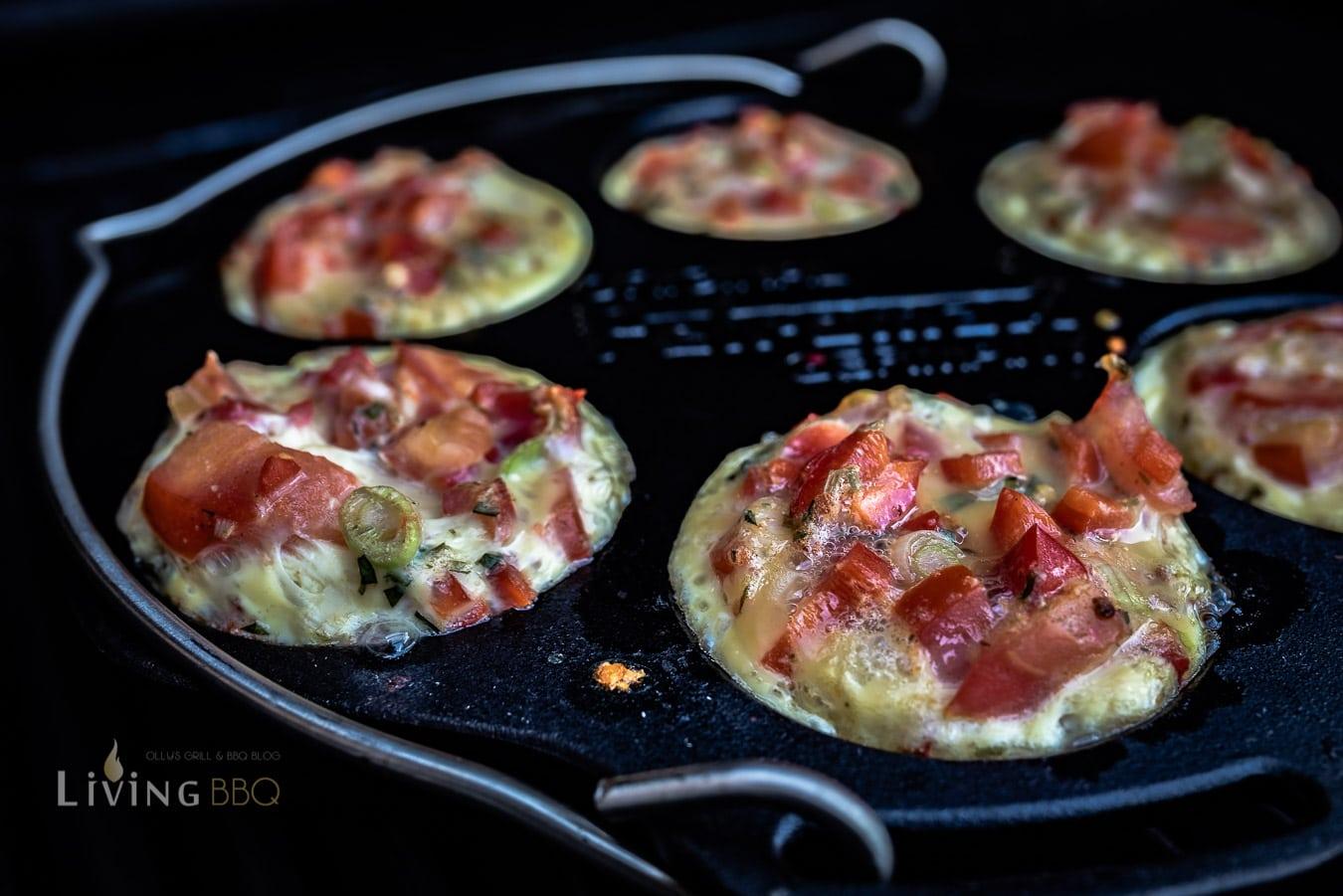 Frühstücksmuffins mit Ei aus der Gussform