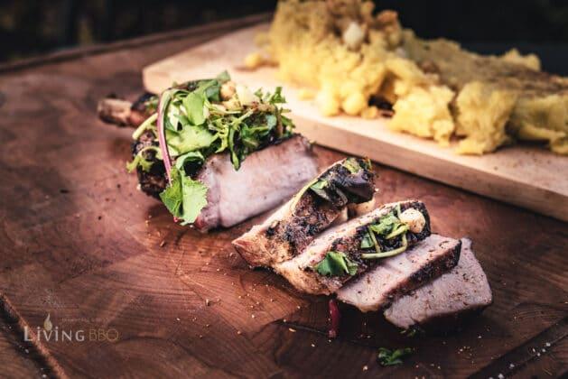 Kalbstomahawk Steak angeschnitten