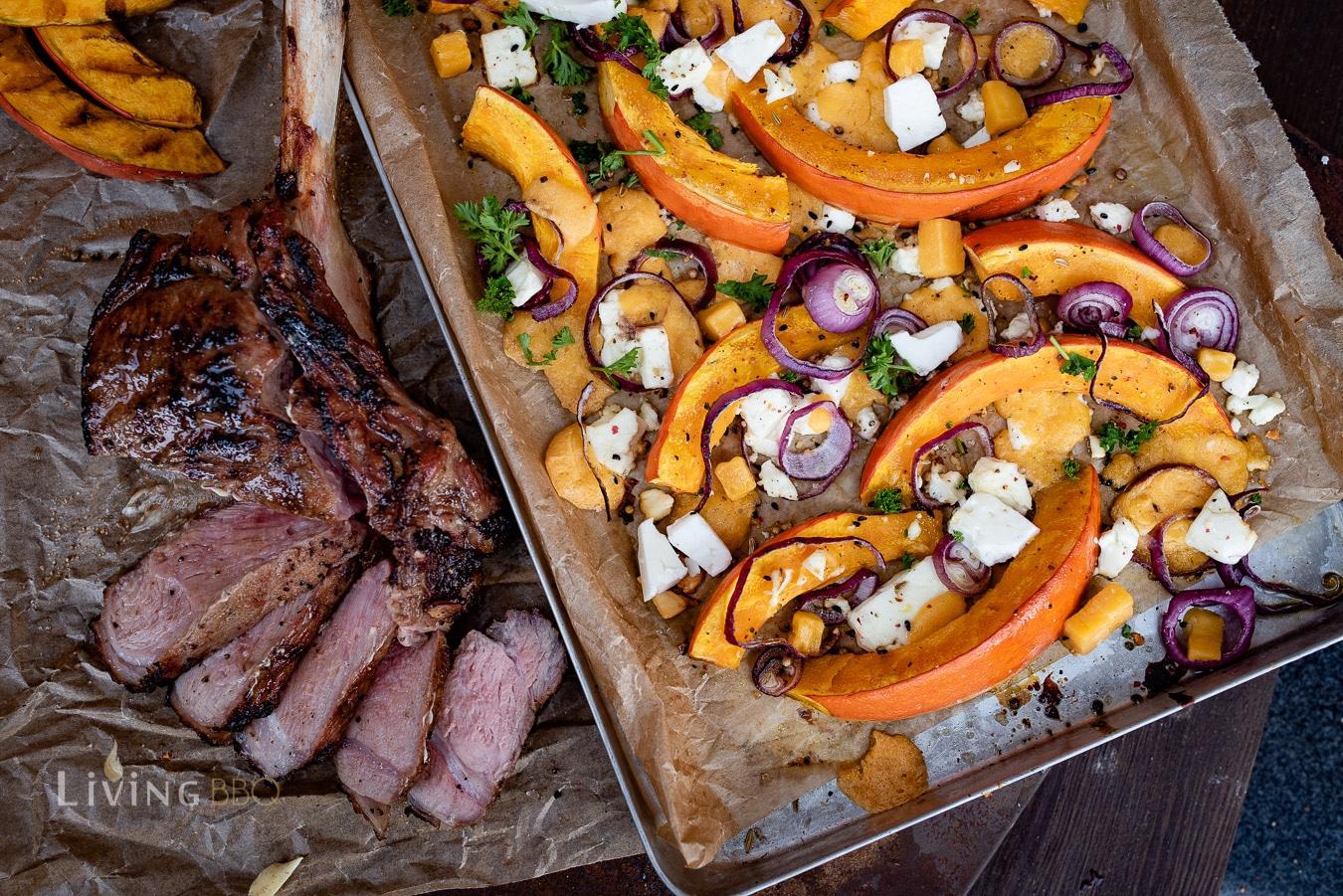 Ofenkürbis mit Feta und Kalbs-Tomahawk Steak