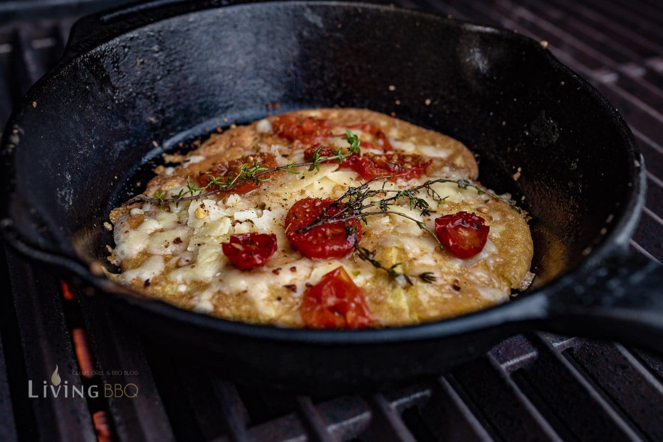 Omelett noch in der Pfanne belegen