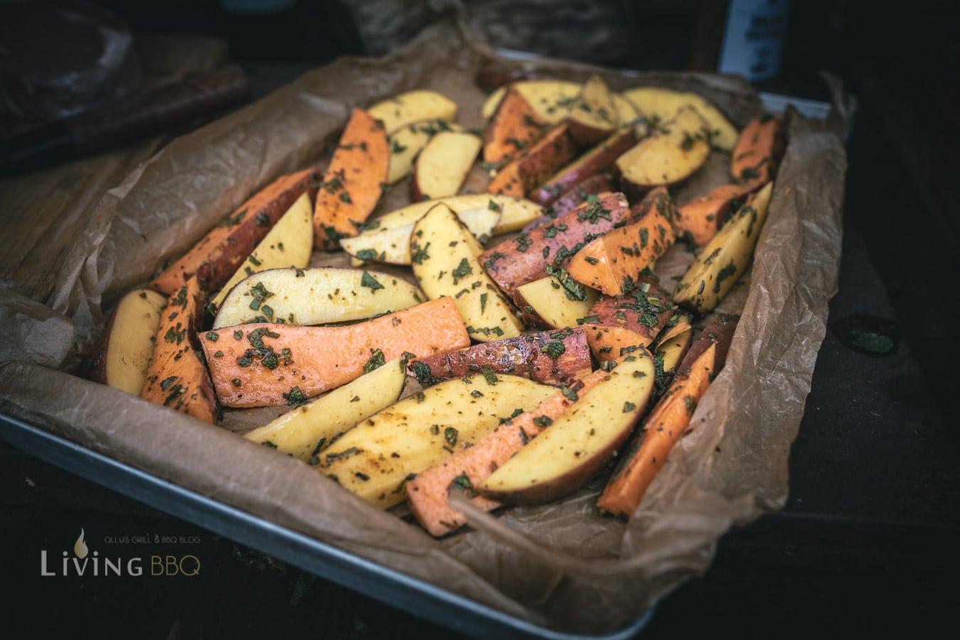 Salbei Kartoffeln auf einem Blech verteilen