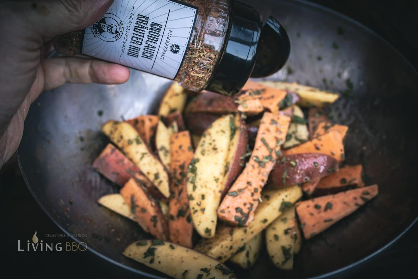 Salbei Kartoffeln in Spalten schneiden und würzen