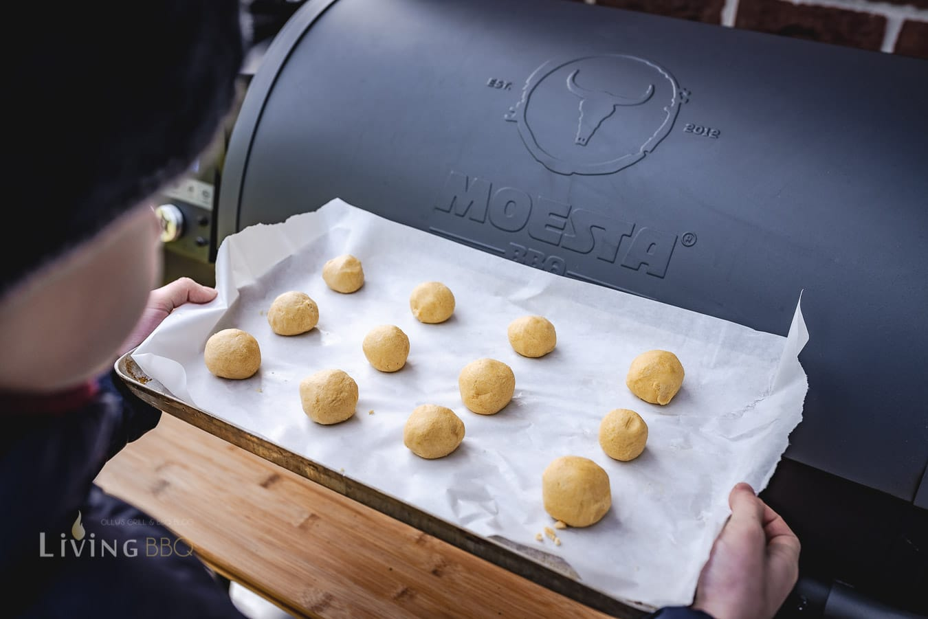 Erdnussbutter Teigkugeln im Pelletsmoker backen