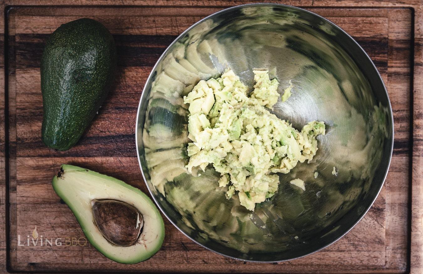 Avocado aus der Schale holen