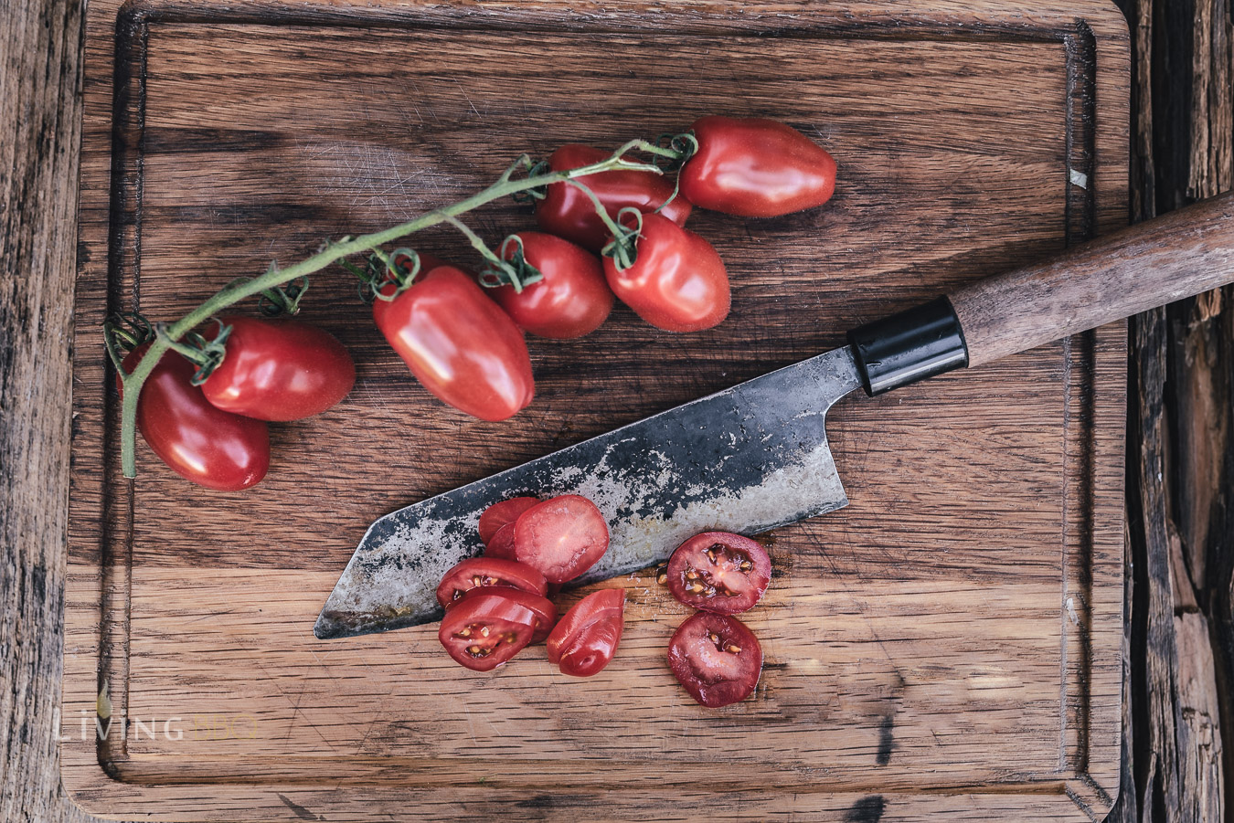 San Marzano Tomaten in Würfel schneiden