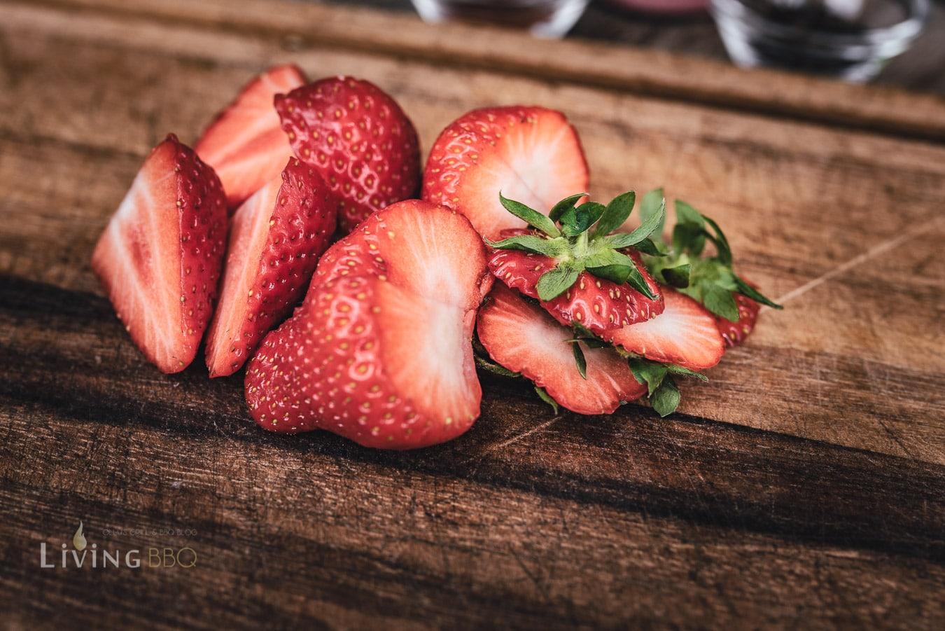 Erdbeeren aufschneiden