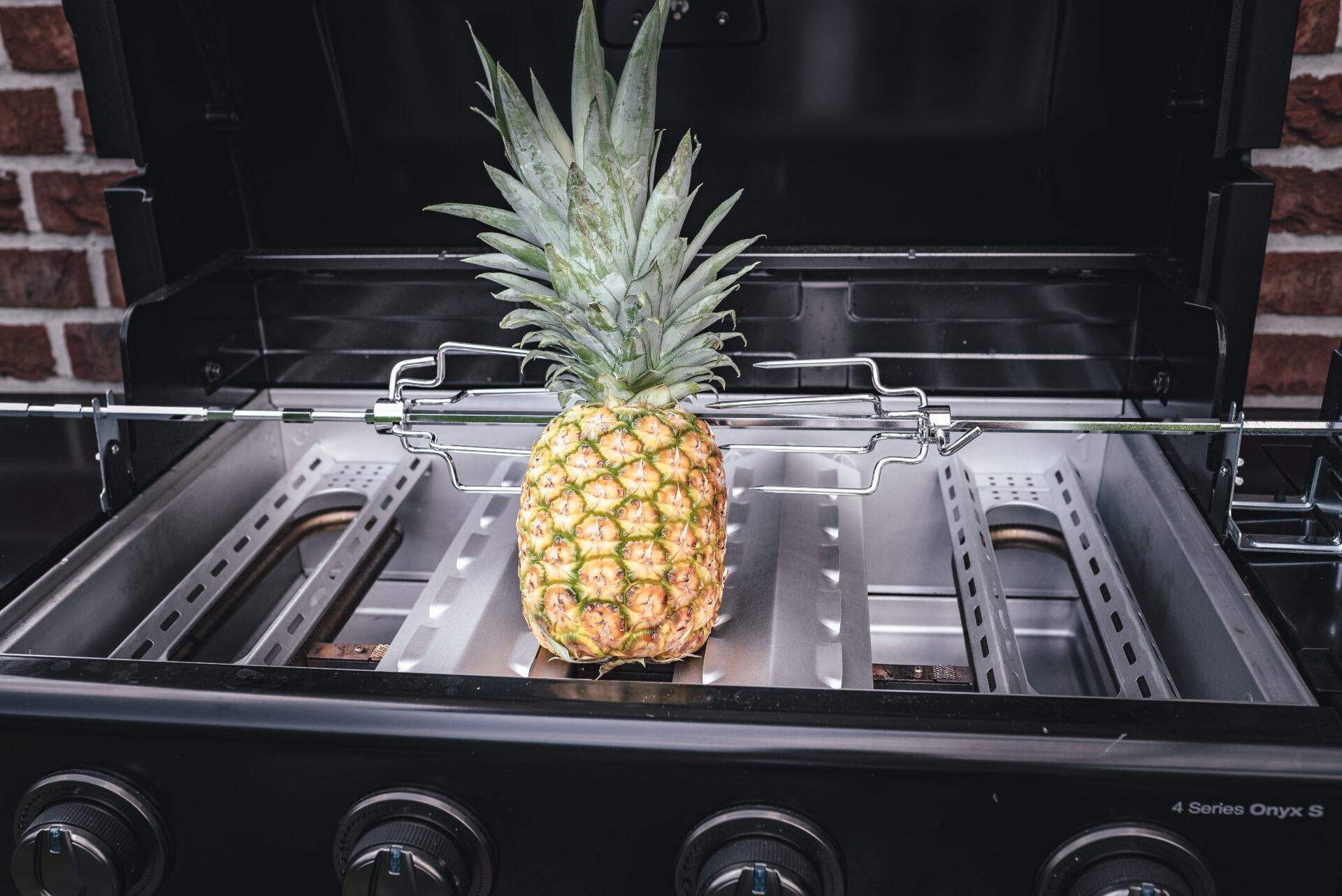 Ananas auf Gasgrill