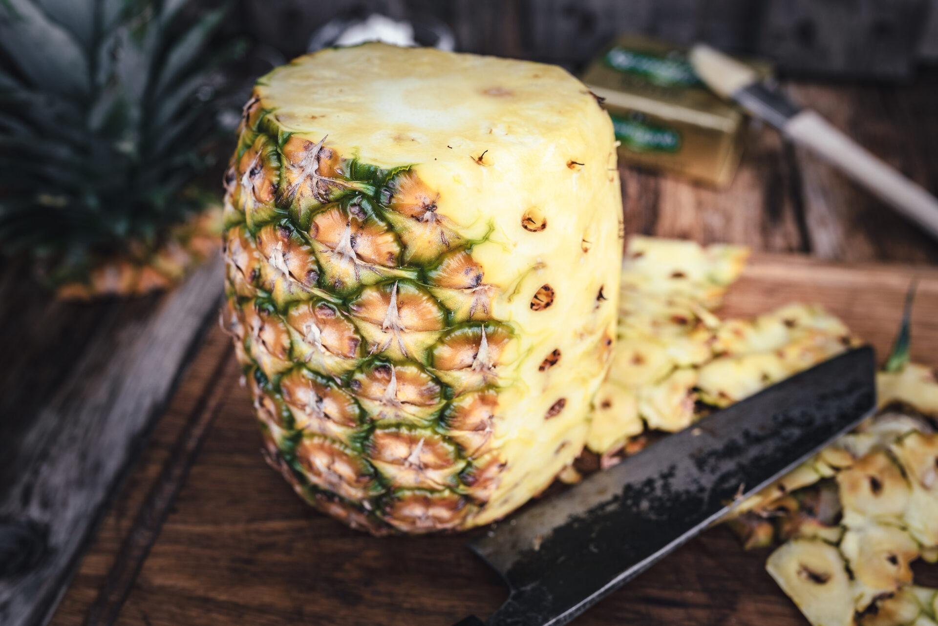 Ananas richtig schälen